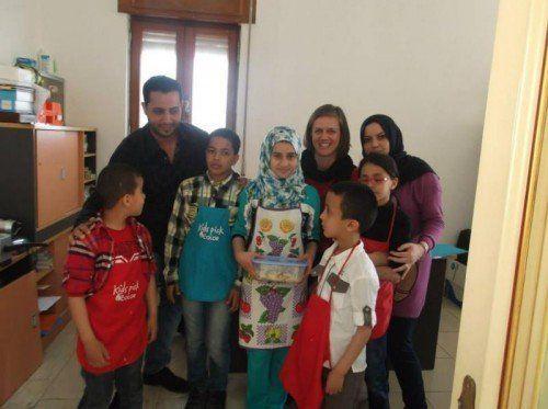Nina Borufka (hinten rechts) betreut das Traumazentrum für Kinder und Jugendliche in Tripolis. Foto: Privat