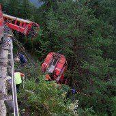 Erdrutsch lässt Zug entgleisen
