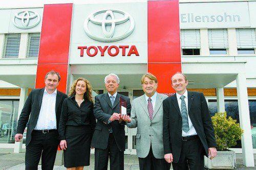 Regelmäßige Auszeichnungen für Unternehmerfamilie Ellensohn im Bild mit Importeur Friedrich Frey.