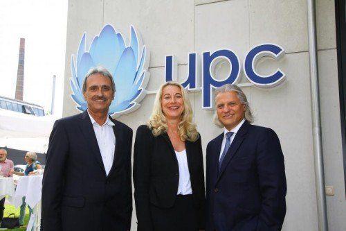 Von links: Kurt Plangger (Leiter UPC West), Silvia Schöpf (Leiterin Shops) und AR-Vorsitzender Thomas Hintze.