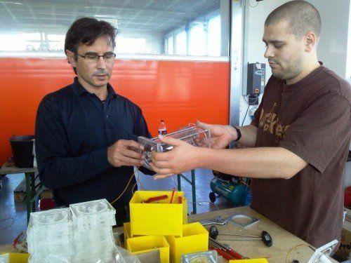 Workshop zum Selbstbau der von Christoph Beiser entwickelten vollautomatischen Wasserstoffzelle. Foto: GAIA