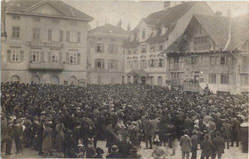 1919: Demonstration gegen schlechte Versorgungslage.