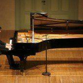 Ein vollwertiger junger Pianist