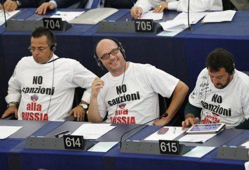 Alle EU-Mitgliedsstaaten, inklusive Österreich, tragen Sanktionen gegen Russland mit. Italienische EU-Parlamentarier protestieren.