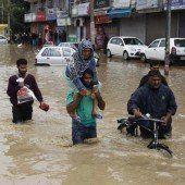 Fast 300 Tote nach starkem Monsunregen