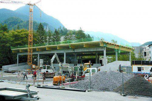 Auf der Baustelle für das neue ASZ in Bludenz-Brunnenfeld herrscht Hochbetrieb.  Foto: STB