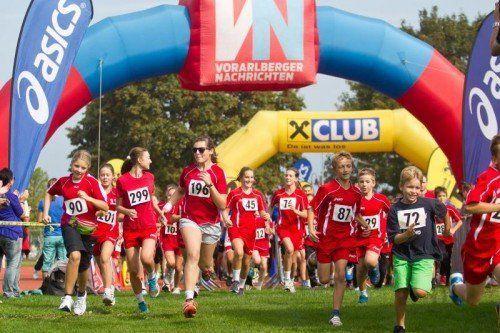 Beim Harder Stundenlauf sind auch die kleinen Sportler mit vollem Einsatz bei der Sache. Foto: VN/Steurer