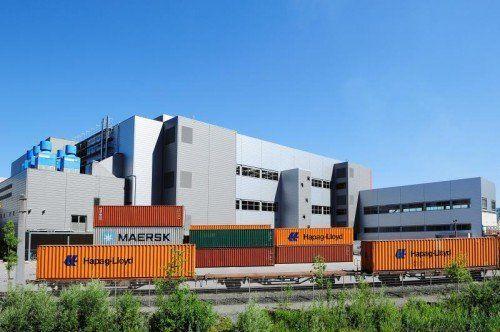 Blum investierte über 140 Millionen in den Standort, braucht aber funktionierende Infrastruktur.  Werksfoto