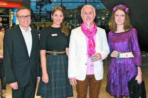 Center-Manager Walter Simma und Marketing-Lady Christina Grass mit Wolfgang und Sina Burtscher (v. l.). Fotos: Schwald