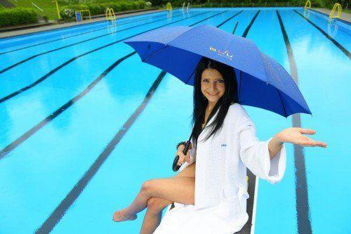 Da ist der Sommer wohl in's Wasser gefallen. Regen und kühle Sommertage sorgten in ganz Österreich für leere Freibäder.  Foto: VN/Hofmeister