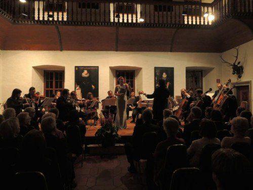 Das Arpeggione Kammerorchester überzeugte mit der Star-Mezzosopranistin Vesselina Kasaraova. Foto: Fritz