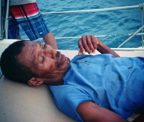 Das Boot des Mannes wurde bei einem Sturm abgetrieben.  Foto: AP