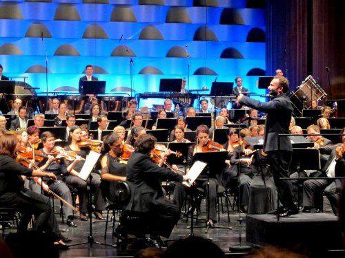 Das Symphonieorchester Vorarlberg unter Kirill Petrenko wurde mit Musikern der Südwestdeutschen Philharmonie Konstanz verstärkt.  Foto: JU