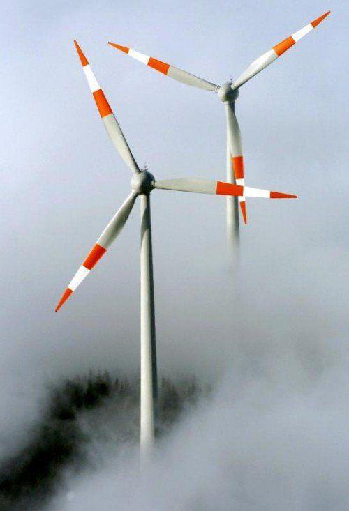 Flächen für Windkraftanlagen auszuweisen, ist Sache der Gemeinden. Einen Landesraumplan gibt es nicht.  dpa, VN-Grafik, Google Maps, Fotolia
