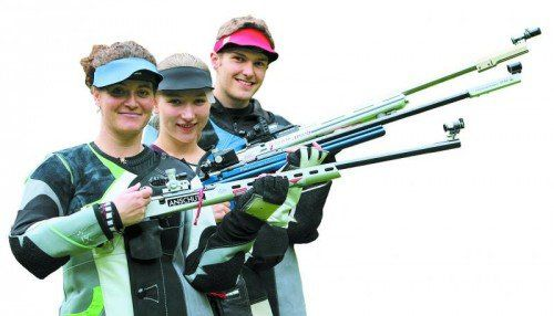 Das Vorarlberger Trio Sonja Ladner, Verena Zaisberger und Thomas Mathis (von vorne) ist bei der Schützen-WM im spanischen Granada im Einsatz . Foto: hartinger