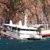 Kreuzfahrtschiff rammt Felsen