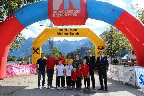 """Der Erlös der """"Kumm lauf mit"""" Kinderbewerbe in Höhe von 1100 Euro erging an die Vorarlberger Kinder-Krebshilfe. Fotos: Privat/4"""