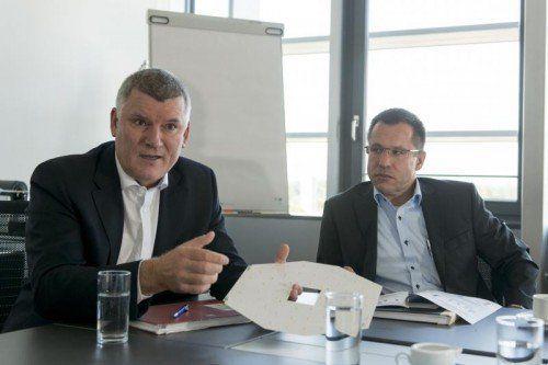 Die beiden Geschäftsführer von Tridonic: Alfred Felder (CEO) l. und Thomas Erath (Vicepresident Finance & Controlling).  Foto: VN/Stiplovsek