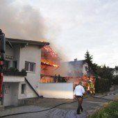 82-Jährige mit Steckleiter aus brennendem Haus gerettet