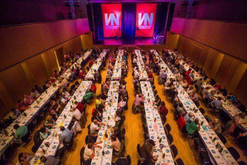 Die Kulturbühne in Götzis war am Samstag der Ort eines geselligen VN-Austrägerabends.  Foto: VN/Steurer