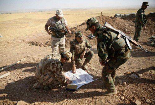 Die kurdischen Peshmerga-Kämpfer, die im Irak gegen die IS-Miliz kämpfen, werden jetzt von NATO-Staaten unterstützt.  FOTO: REUTERS