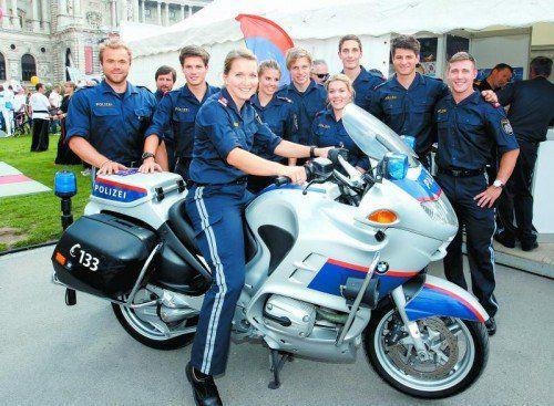 Die Ländle-Sport-Polizei rückte aus: Markus Schairer (l.), Susi Moll (4.v.l..), Johannes Strolz (2.v.r). Foto: Gepa