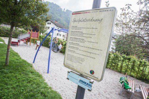 Die Spielplatzordnung gilt für Groß und Klein. Foto: VN/Steurer