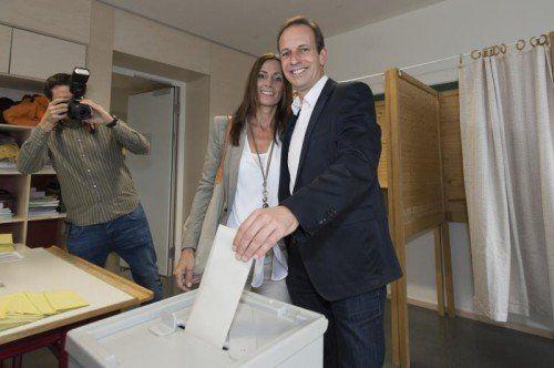 Dieter Egger mit seiner Gattin Gertrud bei der Stimmabgabe in seinem Heimatsprengel.