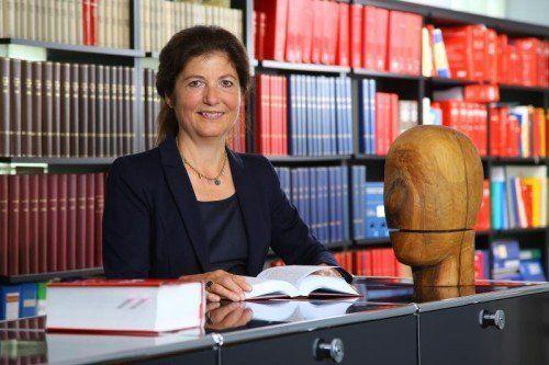 """Dr. Birgitt Breinbauer hat sich vor allem als Scheidungsanwältin einen Namen gemacht: """"Das einbringen der Scheidungsklage ist oft nicht das Ende sondern der Anfang von strukturierten Gesprächen.""""  Fotos: VN/Hofmeister"""