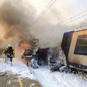 Lkw wurde von Zug erfasst