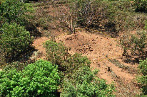 Ein Krater von zwölf Metern Durchmesser wurde gefunden.  Foto: AP