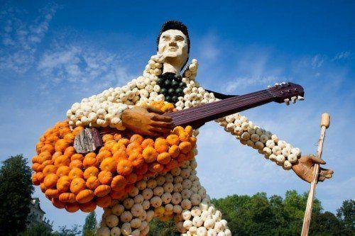 """Eine """"Elvis""""-Figur aus Kürbissen steht am 05.09.2014 im Blühenden Barock in Ludwigsburg (Baden-Württemberg) in der 15. Kürbisausstellung, die bis zum 02.11.2014 dauert. Foto: Inga Kjer/dpa +++(c) dpa - Bildfunk+++"""