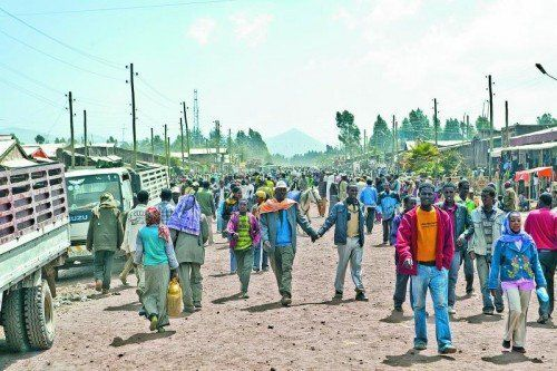 Eine typische Straßenszene am Markttag in Äthiopiens ländlichen Gegenden. Fotos: Peter Ionian (6)