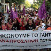 Griechische Staatsbedienstete protestieren gegen Entlassungen