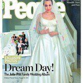 Jolies Kinder schmückten Brautkleid