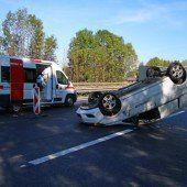 Autofahrer rammt Baustellen-Absperrung