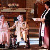 Lesbisches Paar sagt nach 72 Jahren Ja