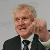 Seehofer fordert Ende des Sommertheaters