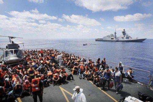 Im Rahmen der Operation Mare Nostrum ist die italienische Marine täglich im Mittelmeer im Einsatz, um Bootsflüchtlinge zu retten.