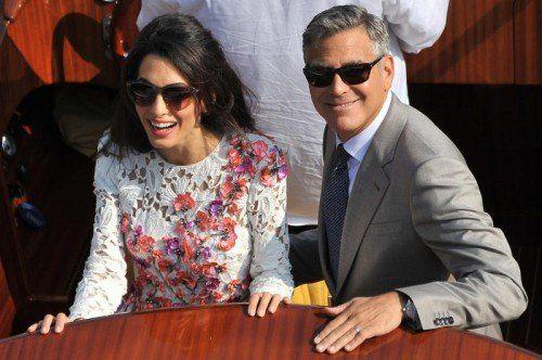"""Just Married"": George Clooney and seine Frau Amal Alamuddin gestern auf einem Boot auf dem Canal Grande. Foto: AP"