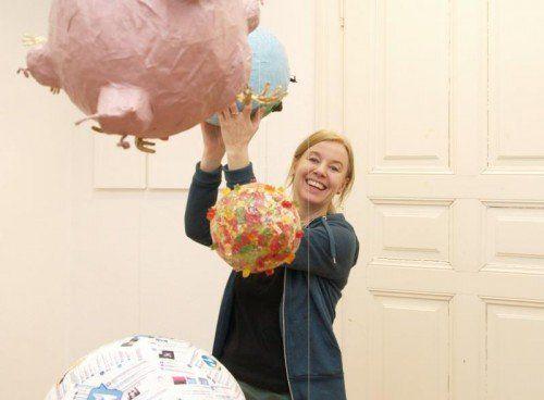 Künstlerin May-Britt Nyberg Chromy sorgt für Irritation. Foto: VN