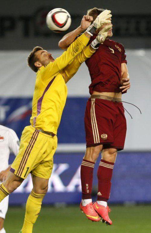 Liechtensteins Peter Jehle musste vier Mal hinter sich greifen. reuters