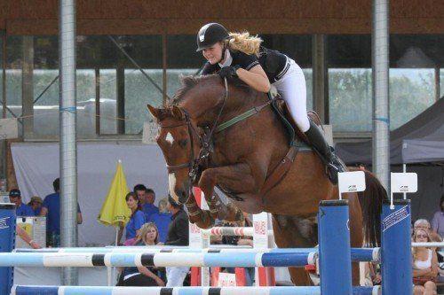 Lisa Maria Rudigier holte auf Chatanooga Z einen Sieg in der M-Klasse bzw. belegte Platz drei im S*-Springen. Foto: schwämmle