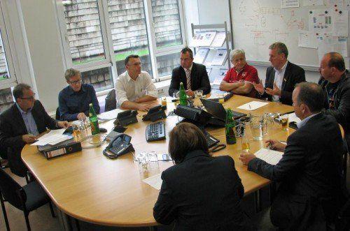 LR Erich Schwärzler und Vertreter von Hilfsorganisationen und Vereinen besprachen weitere Hilfsmaßnahmen im Hochwassergebiet.  VLK