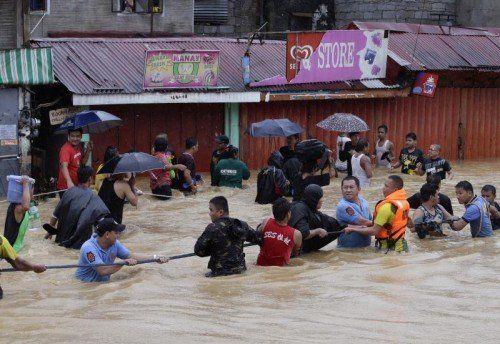 Manila wird von den schwersten Überschwemmungen der letzten Jahre heimgesucht.  Foto: AP