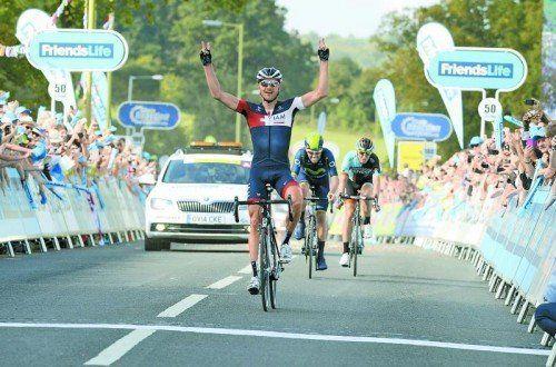 Matthias Brändle distanzierte auf der sechsten Etappe im Finish seine beiden Fluchtgefährten und feierte den zweiten Tagessieg. Foto: IAM