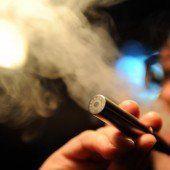 Elektro-Zigaretten und Shishas sollen bald in Rauch aufgehen