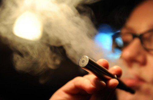 Ministerin Oberhauser will E-Zigaretten und Shishas den Kampf ansagen. Foto: dpa