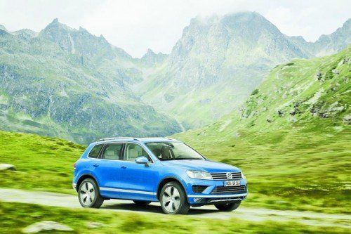 Modellpflege: Der VW Touareg fährt mit neuem Gesicht und überarbeiteten Motoren vor. Fotos: werk