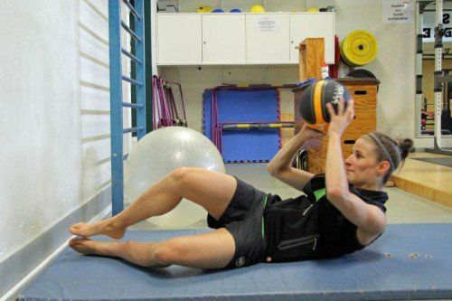 Nadine Wallner, die zweifache Freeride-Weltmeisterin, bei einer ihrer Trainingseinheiten im Sportservice Dornbirn. Fotos: VOL.at/4, Privat